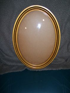 ANTIQUE OVAL PICTURE FRAME WITH CURVED GLASS 15 x 11