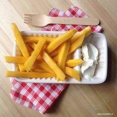 Zelf een frietje gezond maken. Wie is er nu niet dol op patat? Deze gezonde frietjes mogen mee in de lunchtrommel.