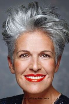 Schminken f r besondere Anl sse - Short Silver Hair, Edgy Short Hair, Grey Curly Hair, Short Hair Styles, Edgy Pixie Hair, Short Hair Trends, Thick Hair, Short Grey Haircuts, Short Hairstyles Over 50