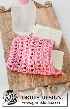 Crocheted pouch for soap, or tawashi in DROPS Paris with lace pattern. Drops Design, Custom Made Hats, Magazine Drops, Crochet Simple, Crochet Gratis, Diy Presents, Soap Holder, Cotton Crochet, Lining Fabric