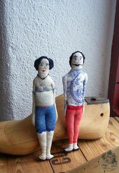 couple de petites poupées tatouées, brodées, textiles : Décoration pour enfants par un-radis-m-a-dit https://www.facebook.com/clairefabrications