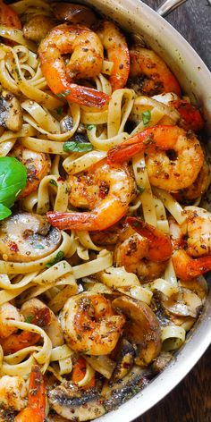 Pesto Shrimp Fettuccine - Pesto Shrimp Pasta is an easy one pot pasta dish that is ready in about 20 minutes! Seafood Recipes, Chicken Recipes, Cooking Recipes, Healthy Recipes, Recipes Dinner, Pesto Pasta Recipes, Recipes For Shrimp, Sauce Recipes, Pesto Dishes