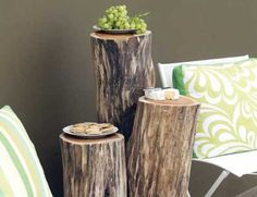 Interesting DIY Outdoor Table of Wood Logs