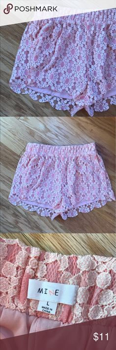 Pretty Peach shorts. Size L. 🍑 Never worn and very adorable! Shorts