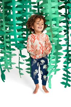 little things : izzy & ferd | unruly things ---- great DIY party streamers (adorable kid not included)