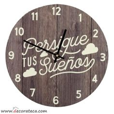 """Relojes de pared originales  con frases positivas en español: """"Persigue tus sueños"""" - WWW.DECORATECA.COM Wooden Clock, Wooden Decor, Wooden Signs, Casual Restaurants, Diy Clock, Jewelry Stand, Home Organization, Decoupage, Vintage"""