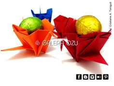 "origami tsuru with a ""box"" #tsuru #crane #box #origami #galeriaozu #indaiatuba #saopaulo #paperfolding #folding #origamiart #origamidecor #paper"