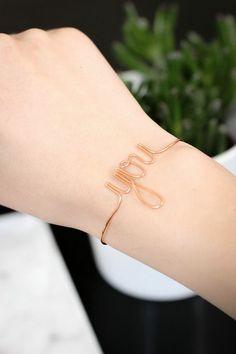 Armbänder selber machen: YOU Armband aus einfachem Schmuckdraht in Kupferfarbe