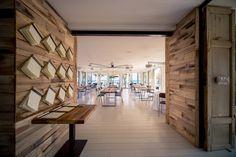 I menù all'ingresso della sala. #nostranopesaro #restaurant #wood
