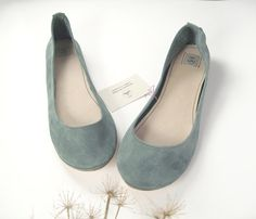 Dusty Cold Gray Handmade Ballet Flats di elehandmade su Etsy