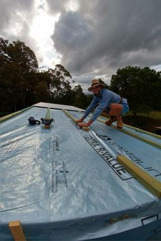 Tiny House On Wheels   Roof Battens   Livingtinyandgreen   Now that the roof is wrapped we can install the roof battens