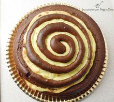 Torta girella al cioccolato e crema pasticcera.