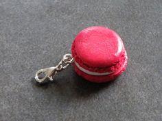 Charms macaron couleur rouge en fimo : Cuisine, gourmand par jl-bijoux-creation