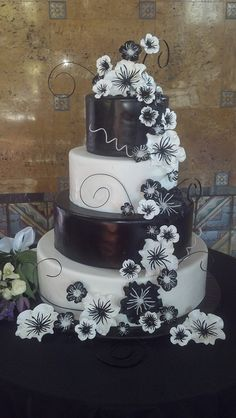 Black and White wedding cake;)!!!!