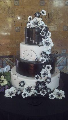 Black and White wedding cake;)!!!!