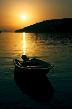 imgend   =  via:http://carasposa.tumblr.com/  boat and sunset (on Explore!) by Gena Golovskoy on Flickr.