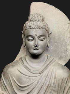Business tycoon and philantropist Li Ka-shing is opening a Buddhist art museum, which houses over 100 Buddha statues, in a Hong Kong monastery. Taoism, Buddhism, Relaxation Pour Dormir, Buddha Figures, Guanyin, Buddhist Art, Buddha Sculpture, Gautama Buddha, Arquitetura
