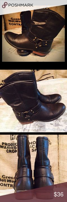 American Eagle Brown Western Boot Size 8! CUTE!! American Eagle Brown Western Boot Size 8! CUTE!! Only wore a couple of times, but these boots treated me oh so well!  purchased from American Eagle Outfitters about a year or so ago. Still trendy! American Eagle Outfitters Shoes Ankle Boots & Booties