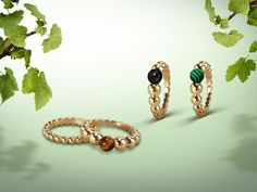 The Perlée™ collection welcomes a new palette of joyful and colored materials. Gold and hard stones contribute a unique luster to creations that can be combined to match every mood. Choose your color among the new #PerleeCouleurs rings