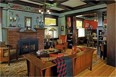 6 Arts & Crafts Furniture Essentials Furnishing a Craftsman-style home? These iconic furniture pieces are at the top of every collector's list. Arts And Crafts Interiors, Arts And Crafts Furniture, Arts And Crafts House, Home Crafts, Easy Crafts, Craftsman Living Rooms, Craftsman Interior, Room Interior, Craftsman Homes