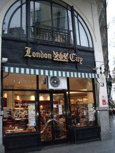BAR LONDON CITY. Se inaguró en 1954, es conocida como La London de Av. de Mayo. Es visitada frecuentemente por politicos, periodistas, e intelectuales. El escritor Julio Cortaza, coloca a sus personajes en esa confiteria, en la novela Los Premios.