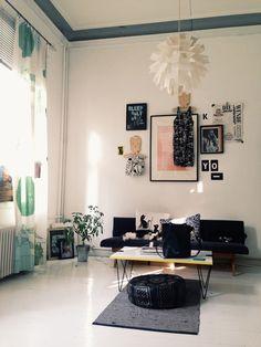 Vaiheessa - visual diary   Lily.fi Cozy Living Rooms, Home And Living, Living Spaces, Room Interior, Interior And Exterior, Interior Design, Cozy Reading Corners, Visual Diary, Home Studio
