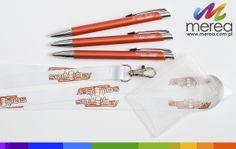 Metalowe długopisy z grawerem oraz smycze z holderem na identyfikator