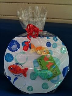 Aquarium craft in bag idea Preschool Crafts, Diy Crafts For Kids, Arts And Crafts, Sea Crafts, Fish Crafts, Rainbow Fish, Paper Plate Crafts, Animal Crafts, Summer Crafts