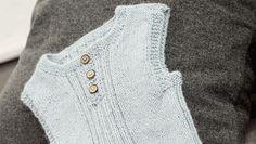 Billedresultat for strikket vest baby Knitting For Kids, Baby Knitting Patterns, Crochet Pattern, Free Pattern, Crochet Baby, Knit Crochet, Baby Barn, Baby Vest, Designer Baby