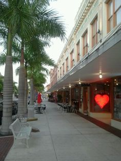 Downtown Fort Myers Florida...looks like a quaint little town...got to go!!!!!
