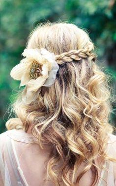 coiffure mariée tresse diadème avec des mèches torsadées