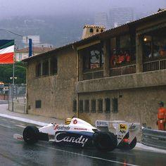 #PortHercule Ayrton Senna saindo da 'La Rascasse' durante o GP de Monaco de 1984. from #Montecarlo #Monaco