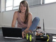 Anne-Sophie Tonneau, jeune ingénieure de l'équipe de recherche Fun, n'est pas une geek : coder, programmer lui plait, mais elle aime surtout apprendre, rencontrer des gens, bouger. Bien loin de l'image erronée de l'informaticien (souvent au masculin), rivé à son écran et « branché » informatique, elle trouve son bonheur dans le monde de la recherche et sa variété de sujets d'intérêts.