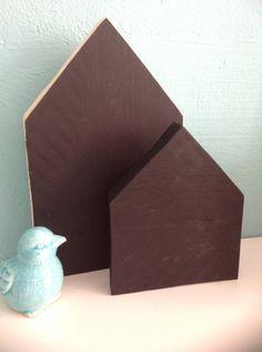 2 steigerhouten huisjes met schoolbordverf. Knutselkist.jimdo.com