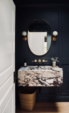 Blue Bathroom: ideas and tips to decorate the environment with this color - Home Fashion Trend Half Bathroom Decor, Half Bathroom Remodel, Bathroom Styling, Bathroom Black, Attic Bathroom, Mirror Bathroom, Bathroom Goals, Modern Bathroom, Bathroom Lighting