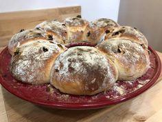 Mazsolás buci koszorú Bread, Food, Breads, Baking, Meals, Yemek, Sandwich Loaf, Eten
