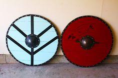 Lagertha and Ragnar' shields Viking Camp, Viking Armor, Viking Shield, Viking Dress, Viking Cosplay, Viking Costume, Cosplay Diy, Halloween Cosplay, Halloween 2019
