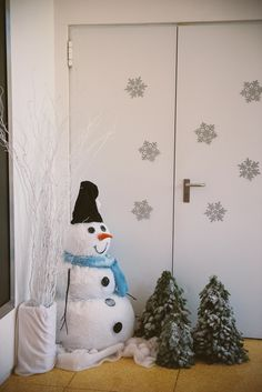 This cute snowman was standing in the entrance to welcome our little guests to the party!!