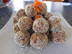 Carrot Bliss Balls 3 large grated carrots 1 cup nuts and/or seeds (I used almonds, cashews, sunflower & pumpkin seeds) 7 dried dates . Elimination Diet Recipes, Green Capsicum, Dried Dates, Bliss Balls, Salad Ingredients, How To Dry Oregano, Guilt Free, Carrots, Delish