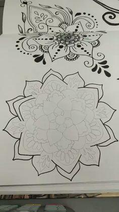 Mandala Art Lesson, Mandala Drawing, Mandala Painting, Carillons Diy, Stippling Art, Dancing Drawings, Zentangle Patterns, Zentangles, Butterfly Drawing