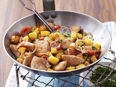 Bunte Putenpfanne mit Kirschtomaten   Kalorien: 356 Kcal - Zeit: 30 Min.   http://eatsmarter.de/rezepte/bunte-putenpfanne-mit-kirschtomaten