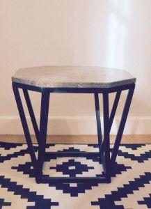 Mesa octógono de mármol y estructura de hierro. Indima Home. Made in Spain. Stool, Chair, Table Lamp, Furniture, Home Decor, Green Marble, Resin, Interiors, Table Lamps