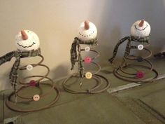 holiday, bedspr snowmen, crafti, decorating ideas, snowmen idea, primitive snowmen, snowman, old bed springs, christmas trees