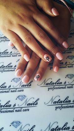 Gel nails pink