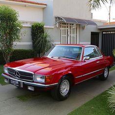 Mercedes Benz 450 SLC ANO 1976  COR VERMELHA  PREÇO R$ 80.000,00  Motor V8 original, câmbio automático, interior em couro preto, veiculo todo restaurado em alto padrão, ar condicionado, vidros elétricos, direção hidráulica, teto solar elétrico, perfeito estado, mecânica toda revisada, impecável. Apresentado no Salão de Paris de 1971, o SLC exibia linhas retas e discretas: o desenho reunia toda a classe e sobriedade típicas da marca. A larga grade horizontal trazia a estrela no centro…