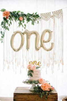 First Birthday Theme Girl, 1st Birthday Party Themes, One Year Birthday, First Birthday Decorations, Baby Birthday, First Birthday Photos, Birthday Ideas, Birthday Gifts, Princess Crown Cake