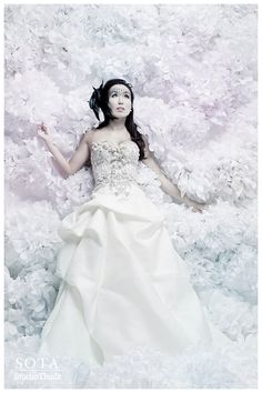 bought a16 Large Tissue Paper Poms DIY Kit - white and off white - Bridal Photoshoot Backdrop - Photobooth - As Seen in Portlandia Season 2