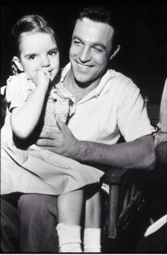 Gene Kelly and a young Liza Minnell whose famous Vincent Minelli served as the director for the film. Old Hollywood, Hooray For Hollywood, Golden Age Of Hollywood, Hollywood Stars, Classic Hollywood, Gene Kelly, Fred Astaire, Tv Star, Liza Minnelli
