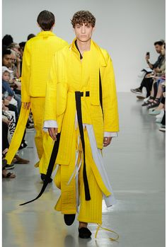 See all the Collection photos from Craig Green Spring/Summer 2016 Menswear now on British Vogue Tall Men Fashion, Mens Fashion, Vogue Paris, Best Fashion Magazines, Craig Green, Fashion Details, Fashion Design, Monochrome Fashion, Couture