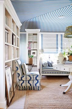 Have you ever seen a window seat you didn't like? In fact, having a window seat is up there at the top of our wish list for the new house, along with a… Architectural Digest, Hollywood Hills Häuser, Living Spaces, Living Room, Design Blog, Design Art, California Homes, Interiores Design, Chinoiserie